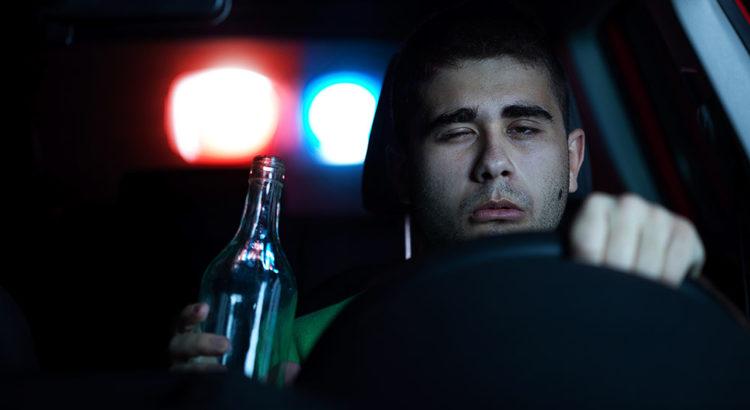Распитие спиртных напитков в стоящем автомобиле