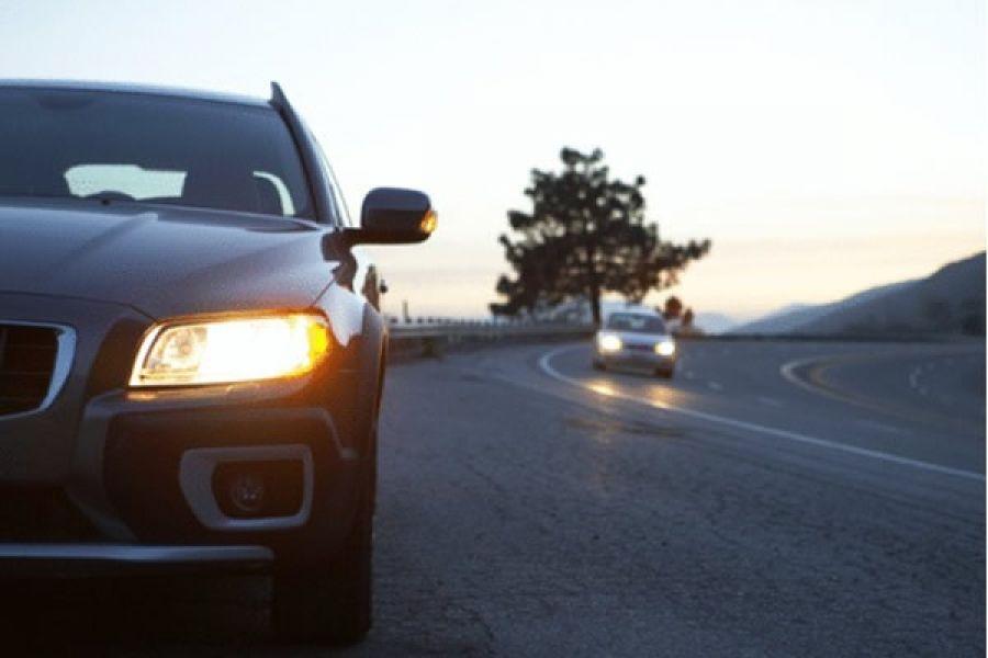 Автомобиль и фара