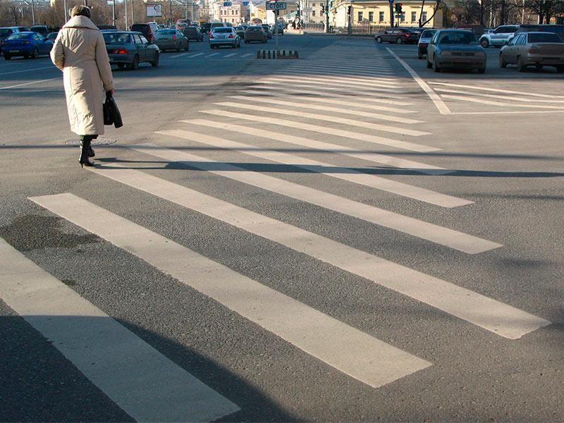 На переходе слепой пешеход