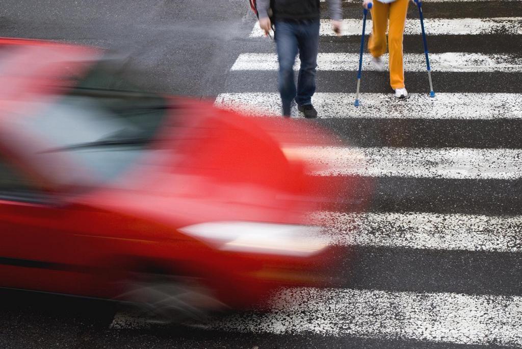Обгон запрещен на любом пешеходном переходе.