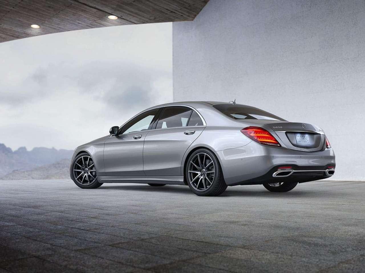 Mercedes-Benz S-Class имеет длину от 503 см до 546 см