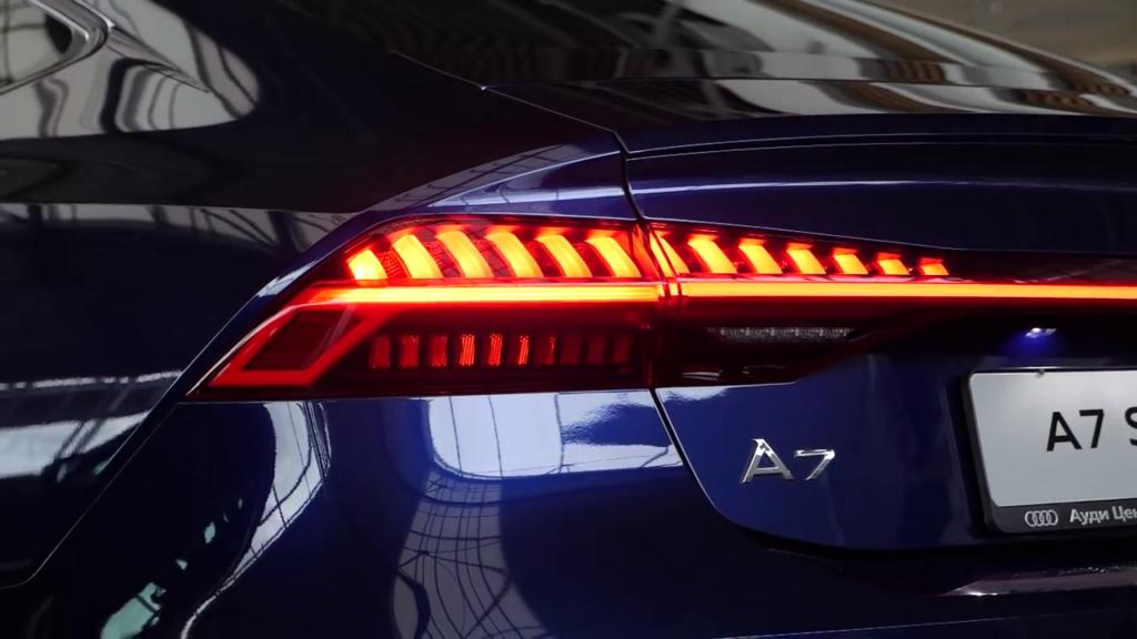 задние фонари динамические поворотники Audi A7 Sportback